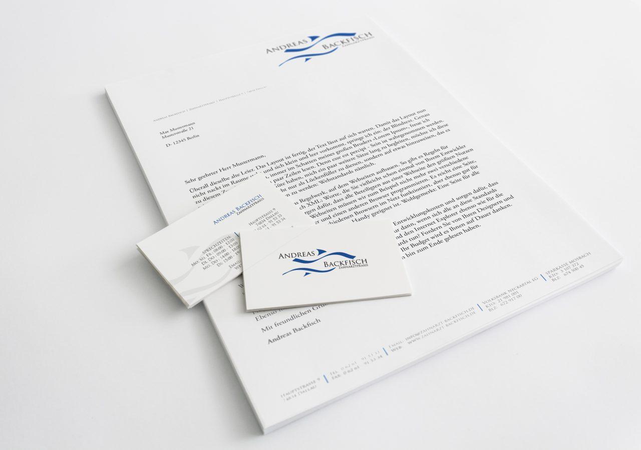 Briefpapier und Visitenkarte der Zahnarztpraxis Andreas Backfisch