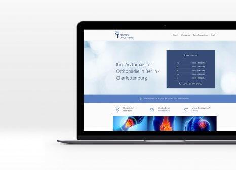 Laptopansicht der neuen Website der Praxis Orthopädie Charlottenburg