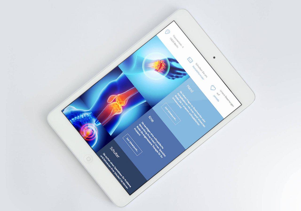 Tabletansicht der neuen Website der Praxis Orthopädie Charlottenburg